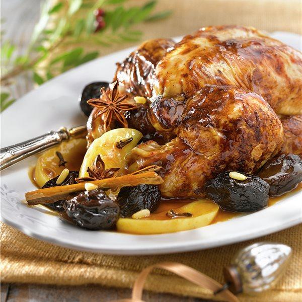 Pollo relleno de salchichas y manzana