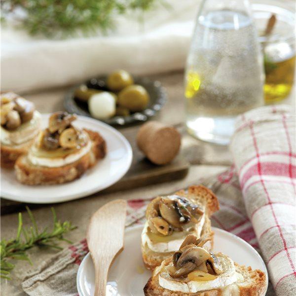 Montadito de queso de cabra con champiñones