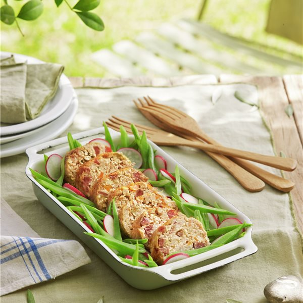 Redondo de pollo con judías verdes y rabanitos