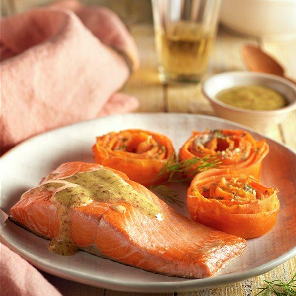 Salmón con salsa de mostaza y cestitos de zanahoria