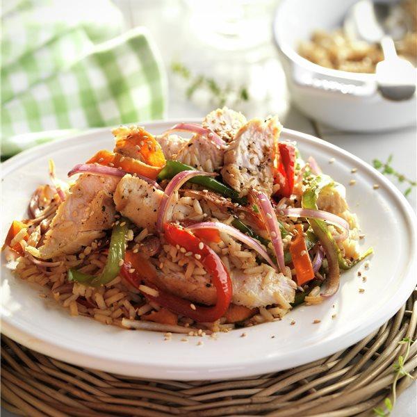 Salteado de arroz con pollo y verduras