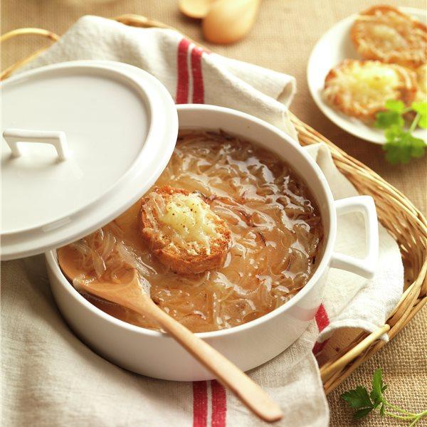 Sopa de cebolla con pan frito