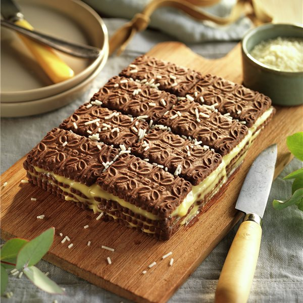 Tarta de galletas de chocolate y natillas