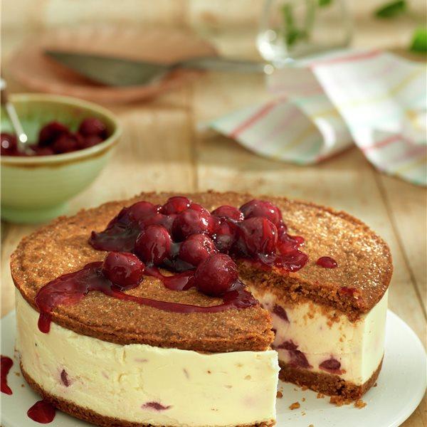 Tarta de queso con cerezas confitadas