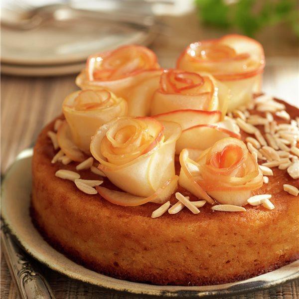 Tarta de rosas de manzana y almendra