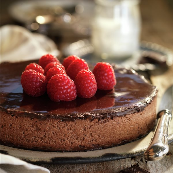 Tarta mousse de chocolate con frambuesas