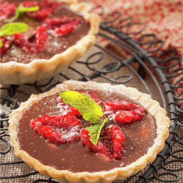 Tartaletas con crema de chocolate y frambuesas