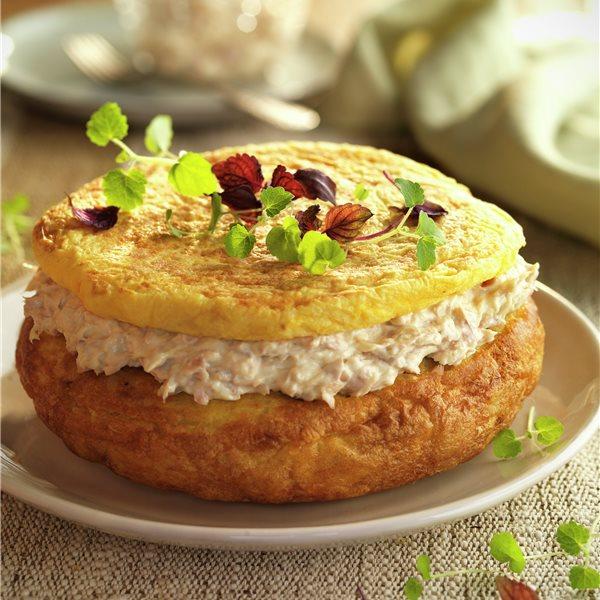 Tortilla cubierta con bonito