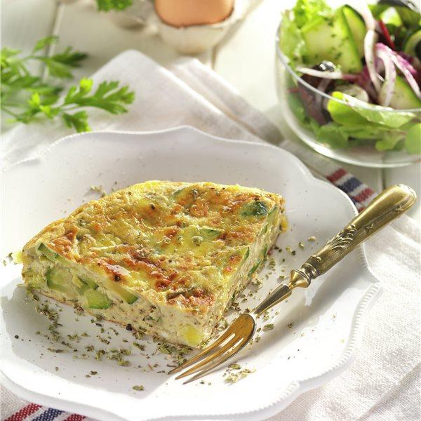 Tortilla de calabacín y puerro con ensalada