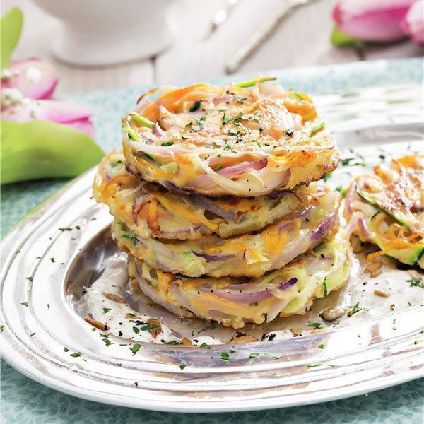 Tortitas de hortalizas con salsa de yogur