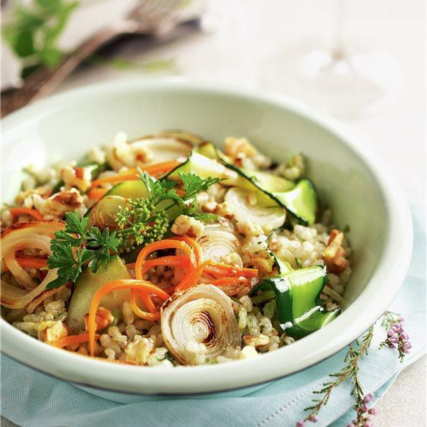 Verduras con arroz integral y nueces