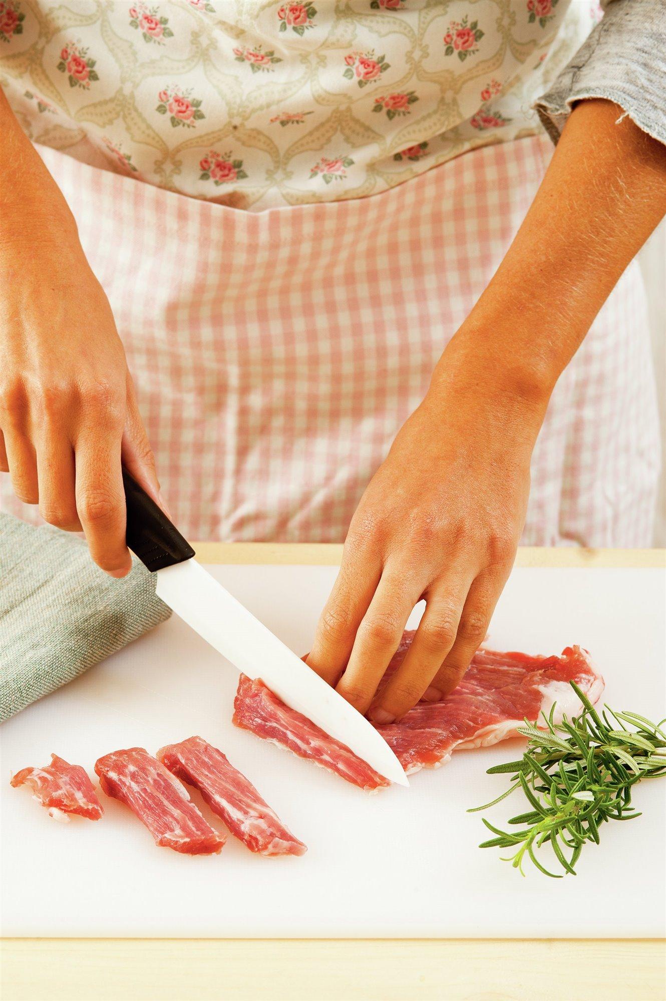 2. Parte la carne