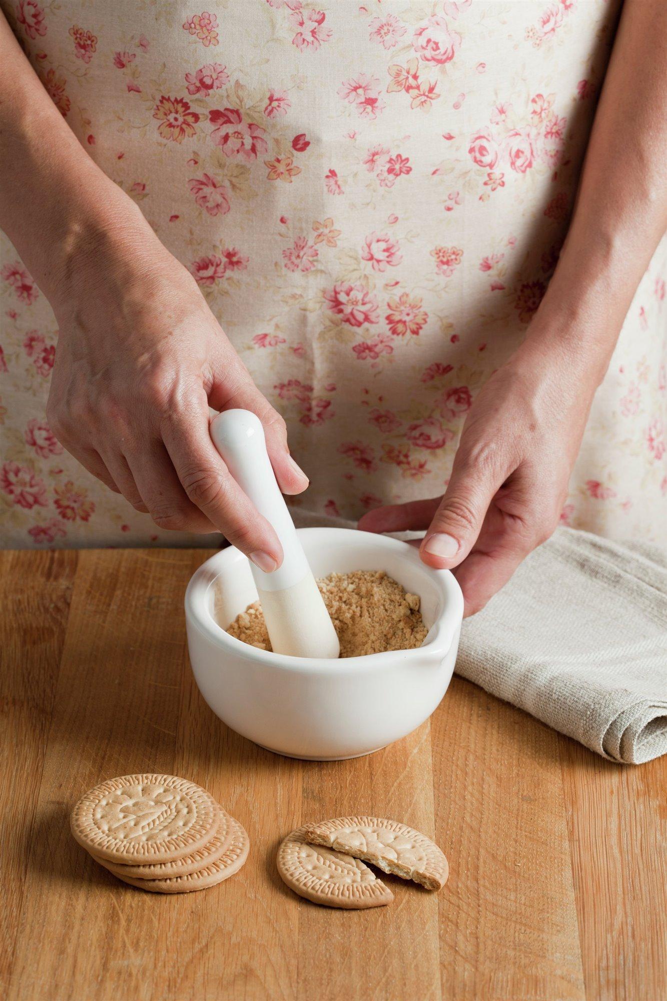4. Añade galletas machacadas