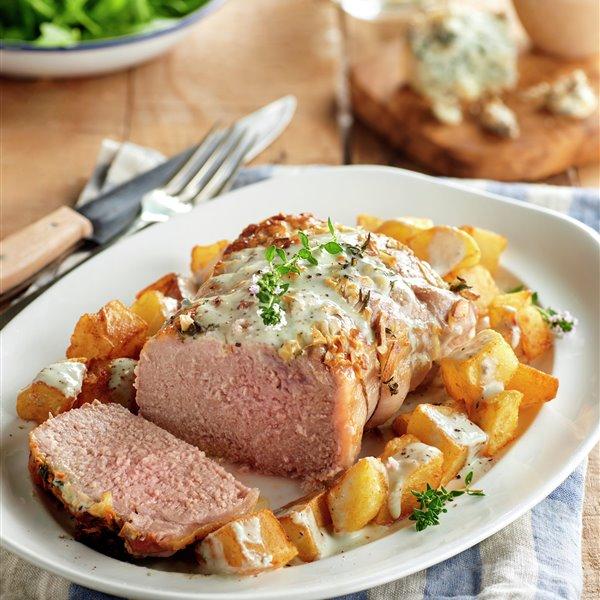 Lomo de cerdo con patatas y salsa cabrales