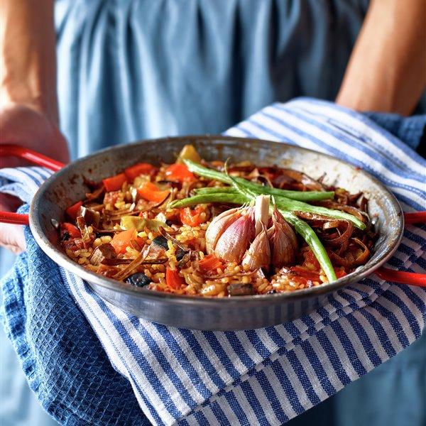 Paella de verduras con espaguetis de mar