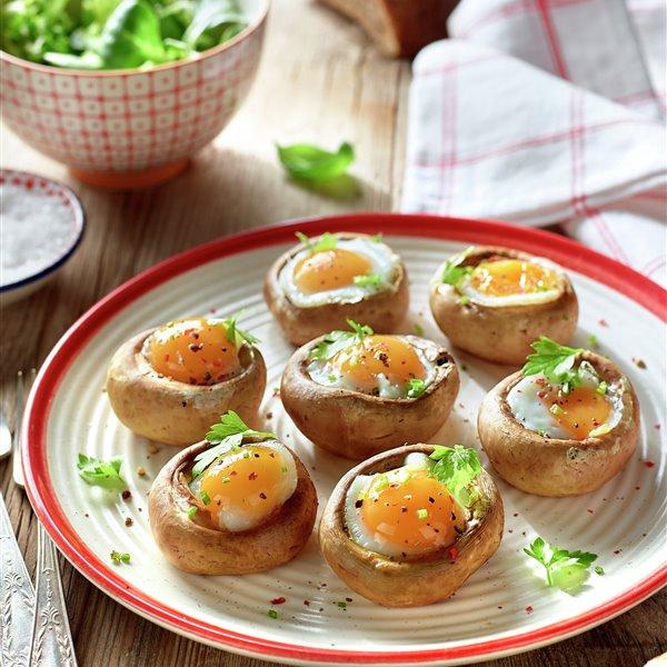 Champiñones rellenos de huevo
