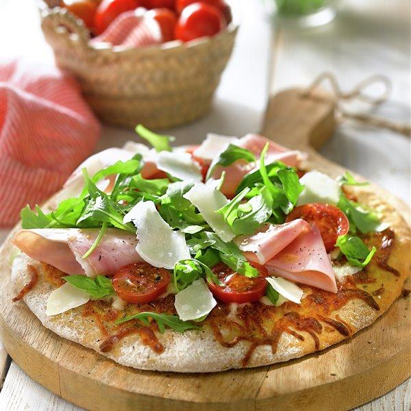 Pizza integral de jamón y queso