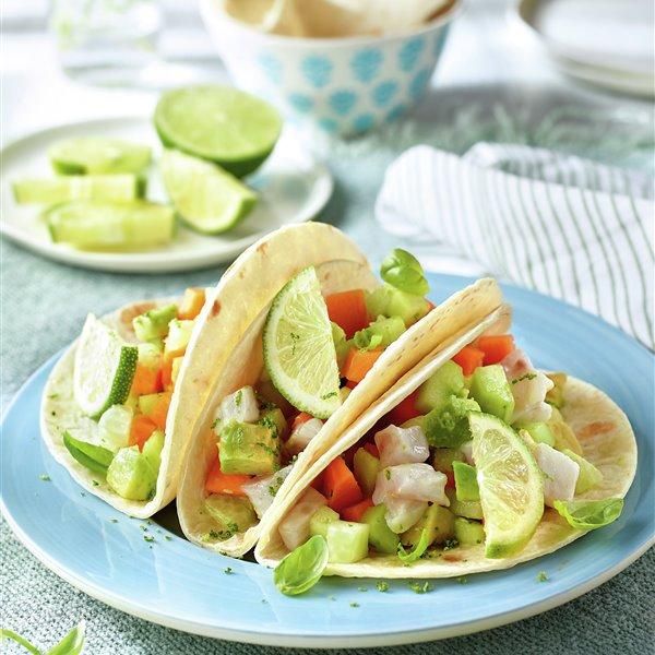 Tacos con pipirrana de lubina