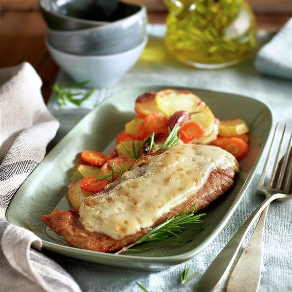 Filetes de pluma con alioli de romero y verduras al horno