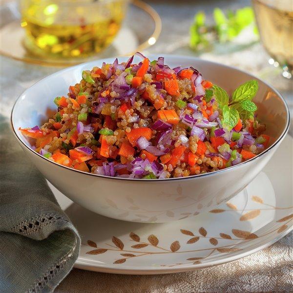 Ensalada de quinoa con crudités