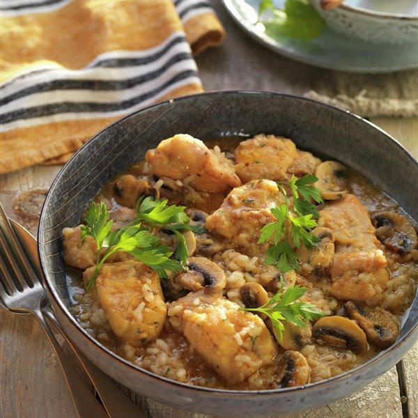 Fricandó de pollo con arroz y champiñones