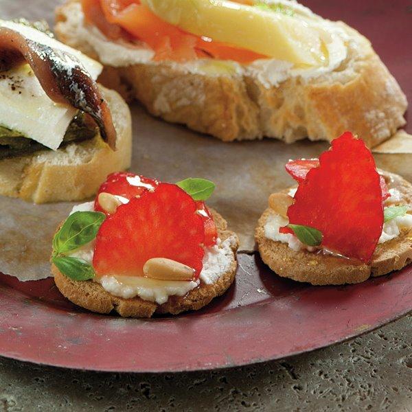 Galletas con fresas y queso de cabra
