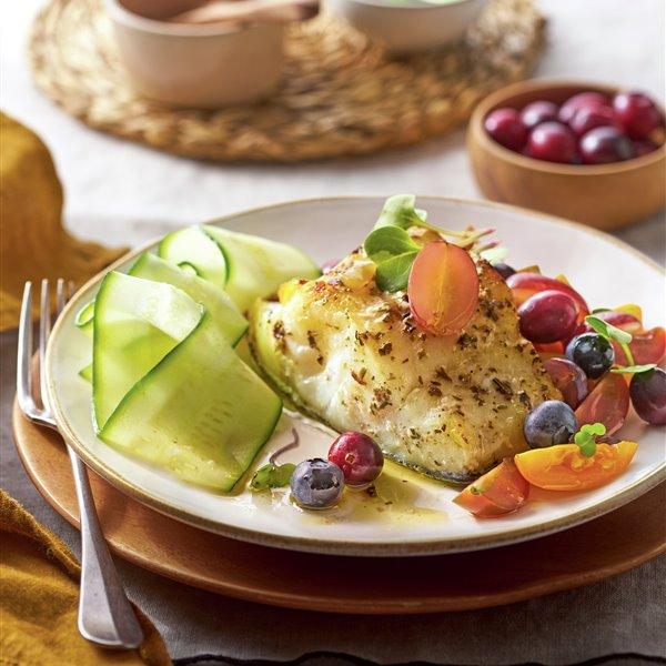 Bacalao al horno con verdura y fruta