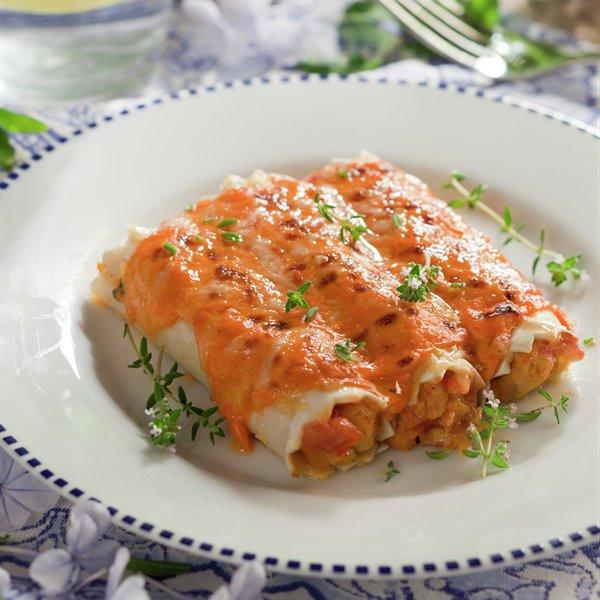 Canelones de pollo con salsa de piquillos