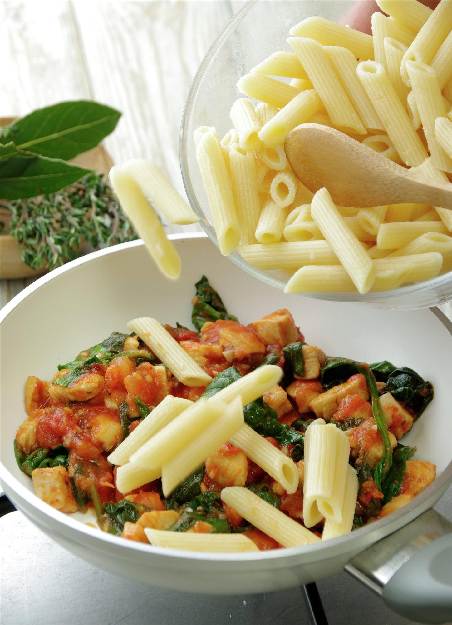 8. Hierve la pasta