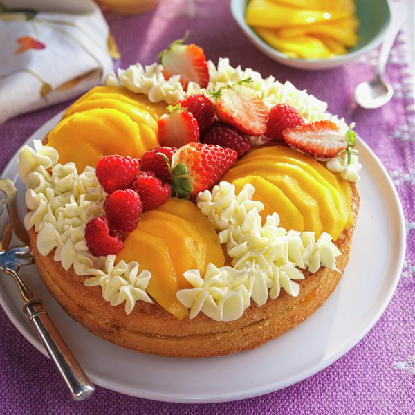 Pastel de mango y fresas con buttercream