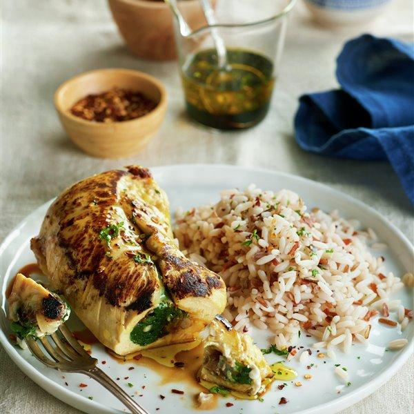 Pollo relleno de espinacas a la catalana, con arroz
