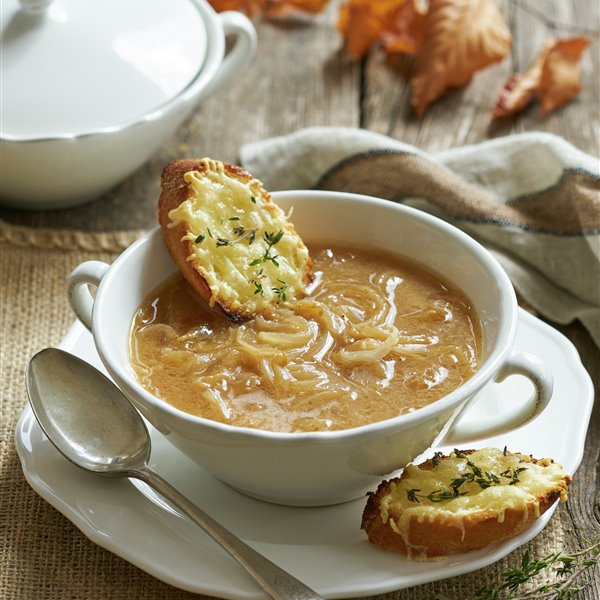 Sopa de cebolla con tostaditas