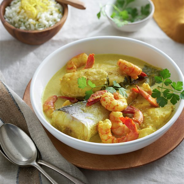 Pescado al curry con arroz