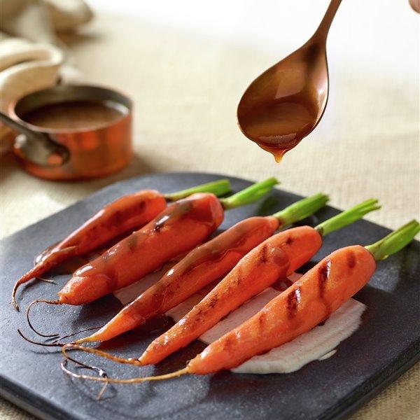 Zanahorias glaseadas con caldo de garbanzos y salsa de comino