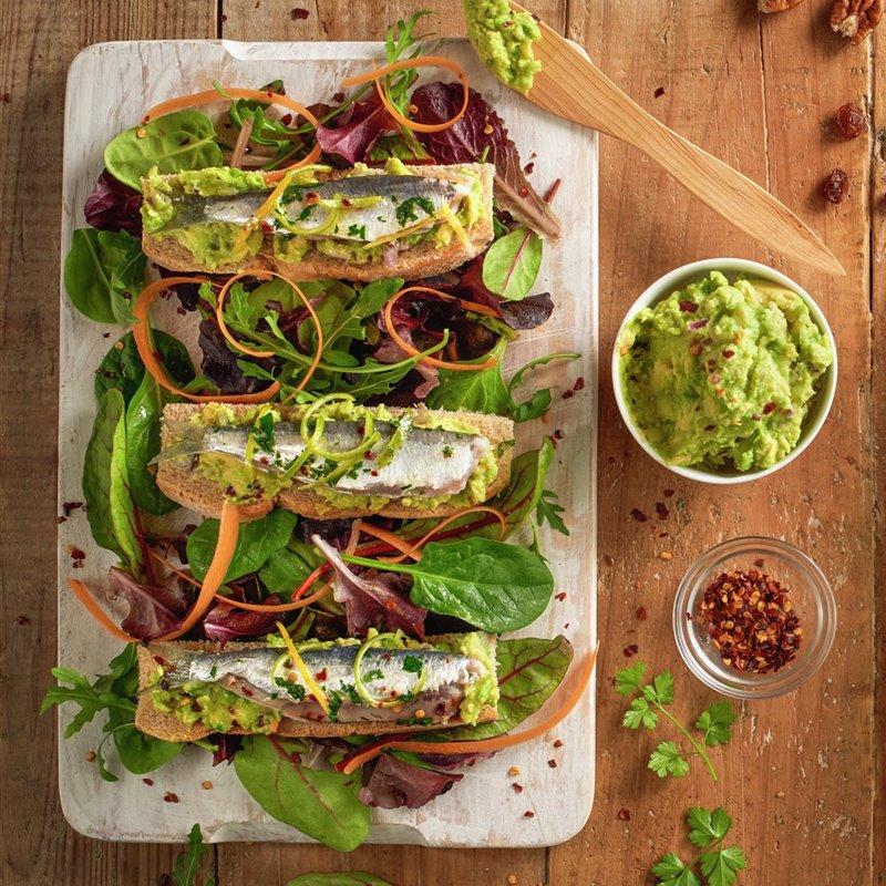 ensalada_de_jamon_espinacas_y_roquefort_y_ensalada_de_sardinas_marinadas_y_guacamole
