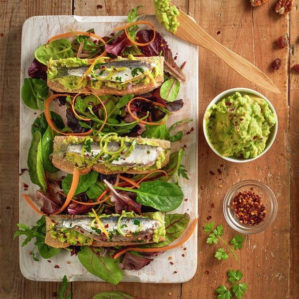 Ensalada de sardinas marinadas y guacamole