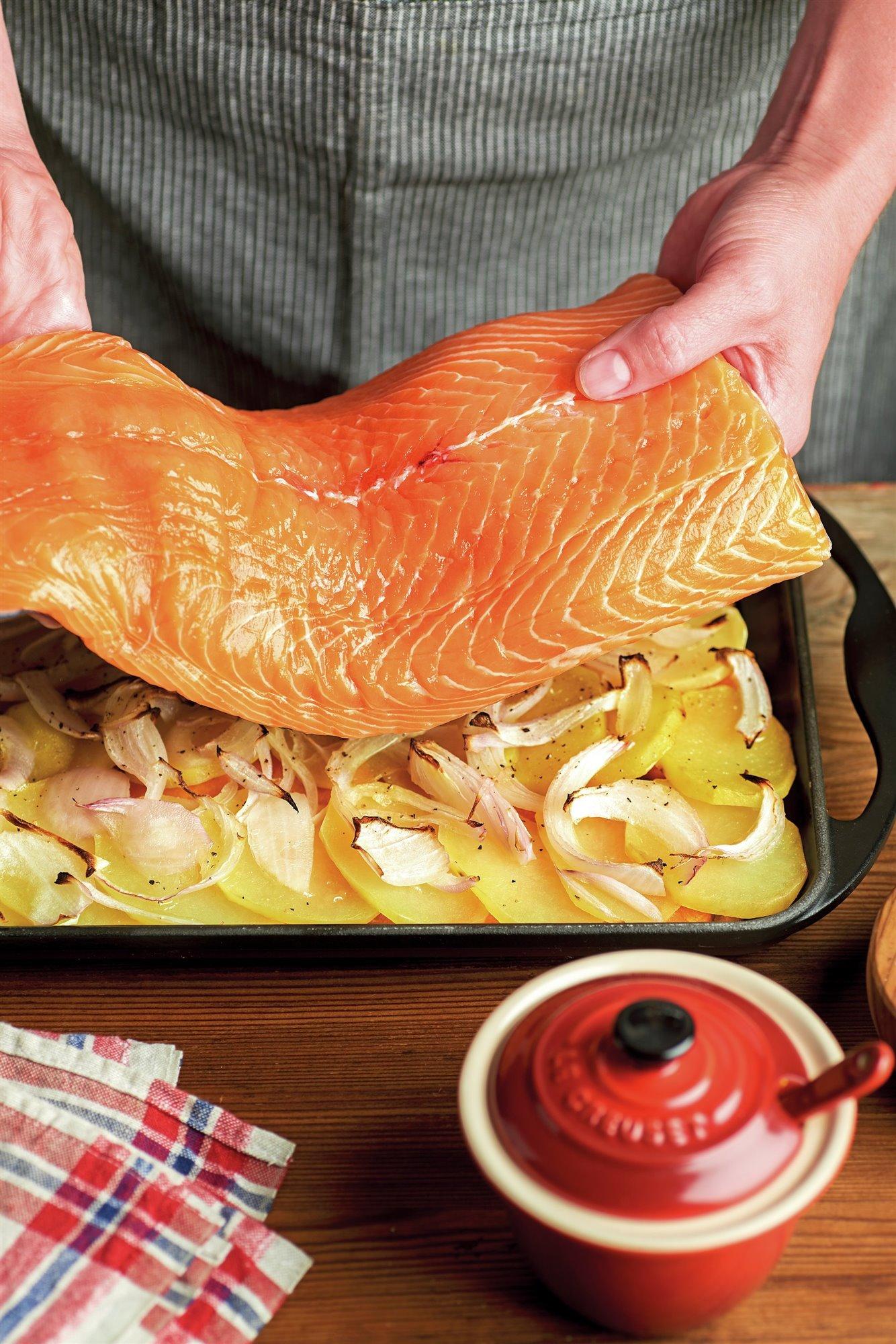 6. Hornea el salmón