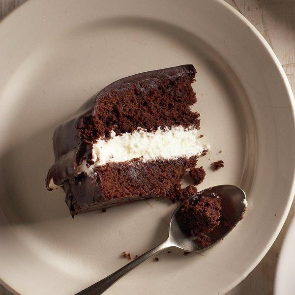 Pastel de chocolate relleno de nata