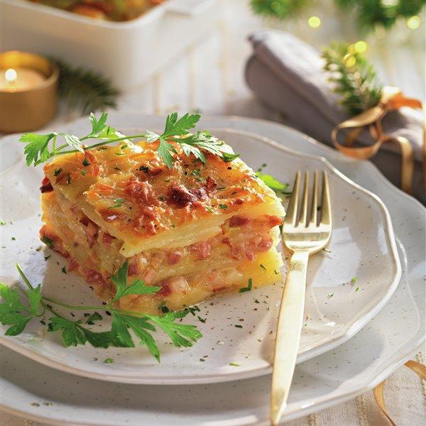 Lasaña de patatas, puerro, queso y panceta ahumada