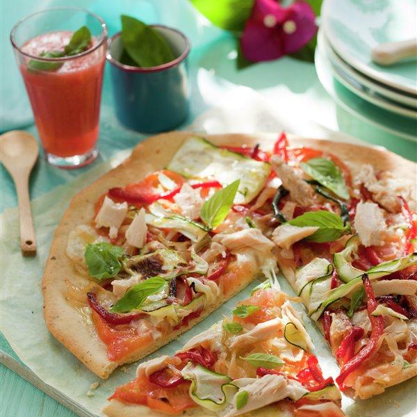 Pizza de bonito y verduras