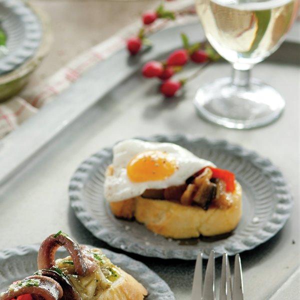 Huevos de codorniz con sanfaina