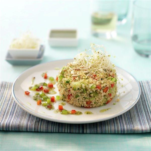 Ensalada de quinoa con alfalfa