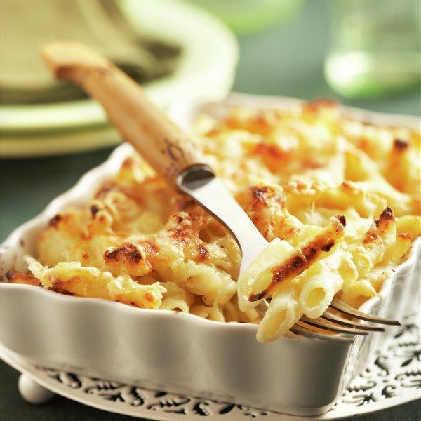 Macarrones al horno con queso emmental y parmesano