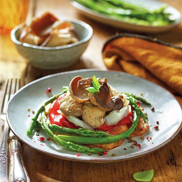 Timbal de setas de ostra, verduras y bacalao