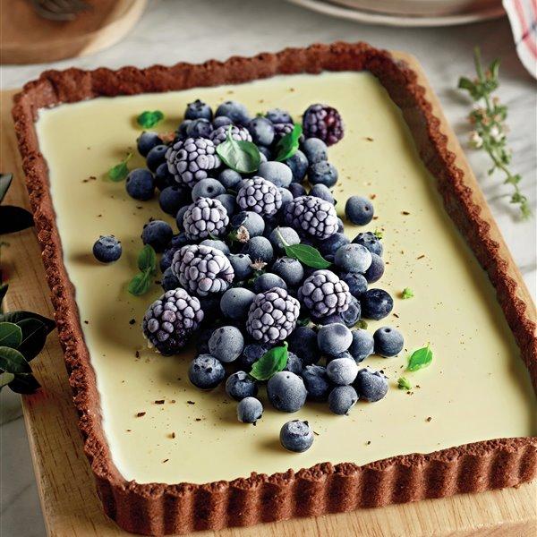 Tarta de panna cotta, chocolate blanco y frutos morados