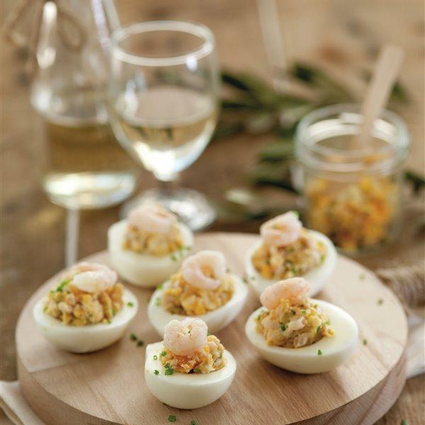 Huevos rellenos de atún y gambas
