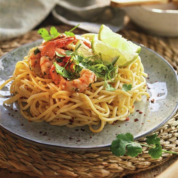 Espaguetis con gambas y lima