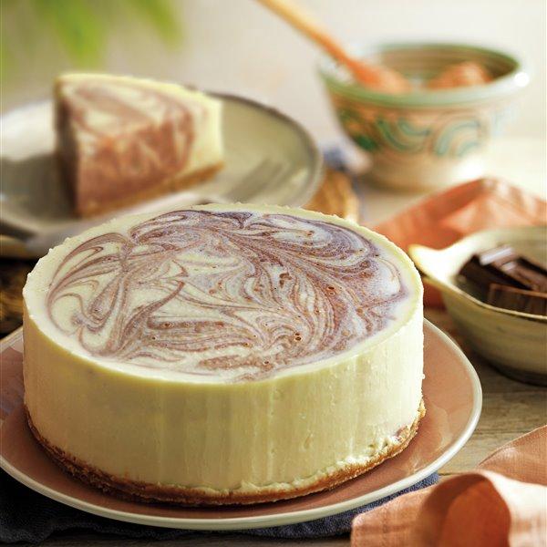 Tarta de queso marmoleado con chocolate blanco y negro