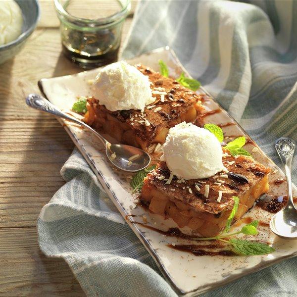 Milhojas de pera con helado de chocolate blanco