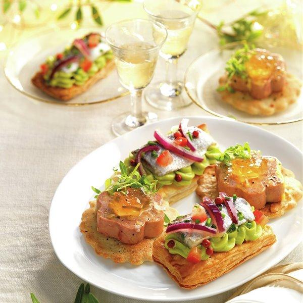 Canapés caseros con foie micuit y gelatina de moscatel